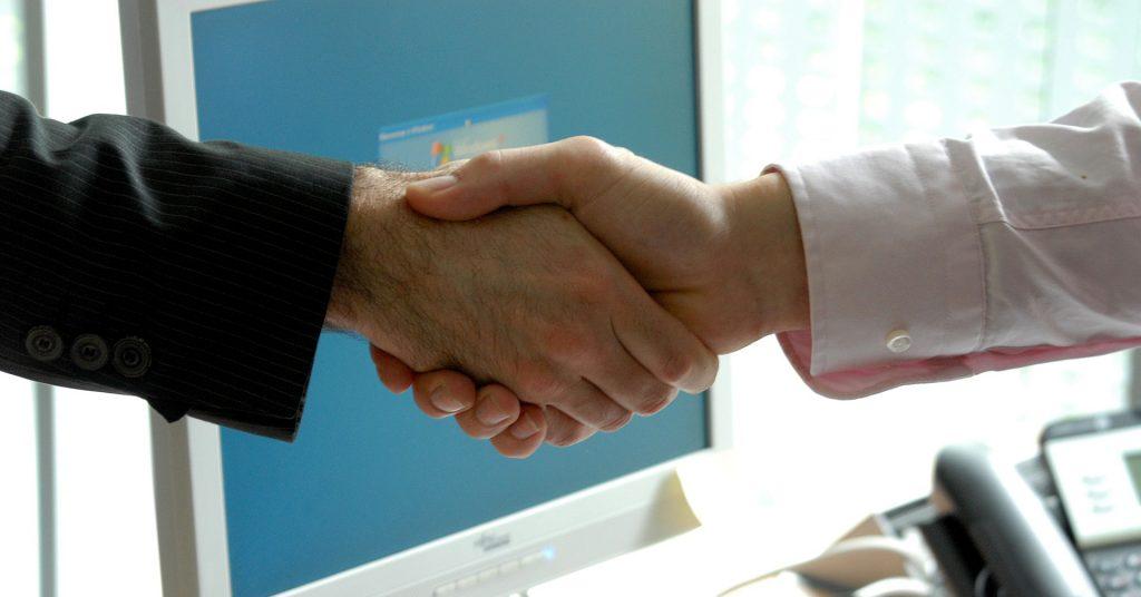 Handshake _Vorteile des persönlichen Recruitings